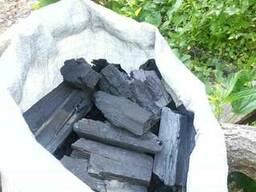 Nous offrons la fourniture de charbon de bois.
